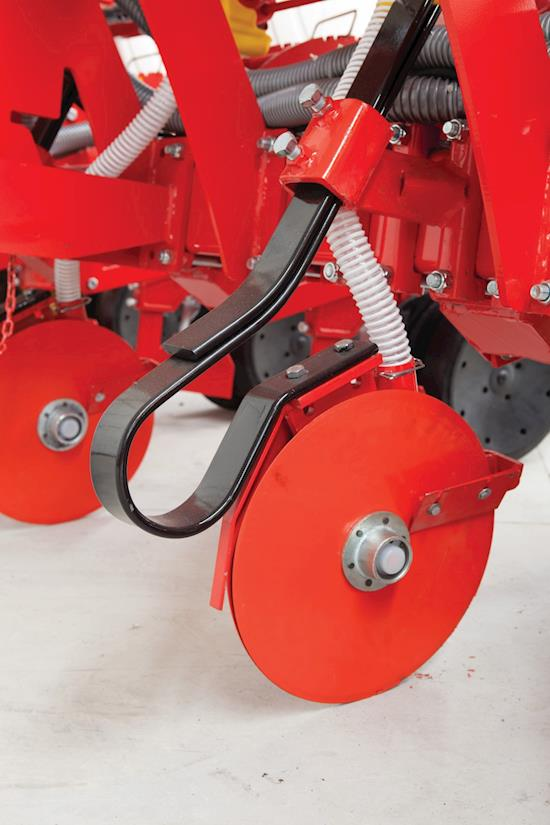 DISC TYPE FERTILIZER OPENER